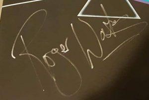 roger waters autograph 2018 dsotm 2